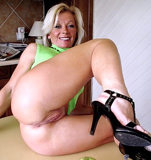 Mature Pussy from Behind Porn Pictures