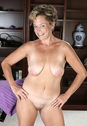 Short Hair Mature Porn Pictures