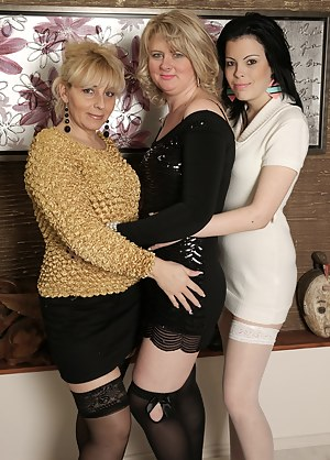 Mature Lesbian Orgy Porn Pictures
