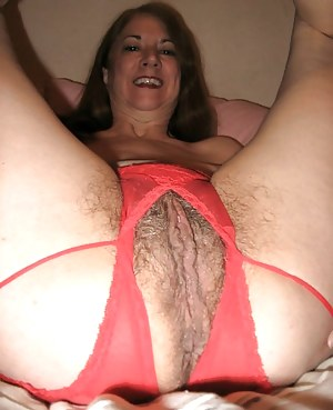 Nude black mom masterbating