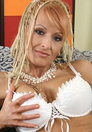 Mature Pigtails Porn Pictures