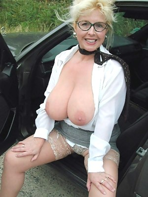 Busty Mature Porn Pictures