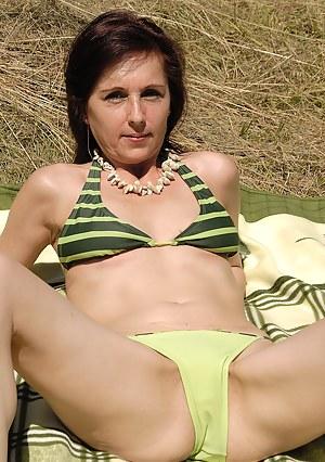 Mature Bikini Porn Pictures