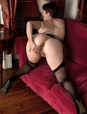 Mature Knees Porn Pictures