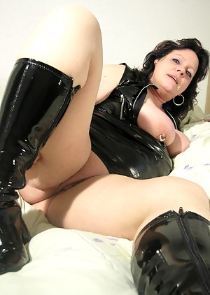 Mature latex fuck