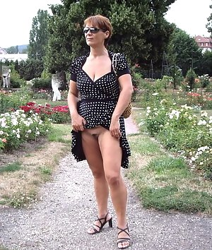 Mature Upskirt Porn Pictures